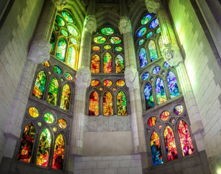 sagrada-familia-cathedral-1147942_1920.jpg
