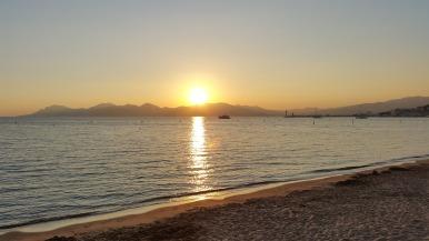 beach-589763_1920.jpg