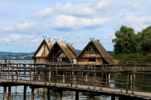 stilt-houses-2505795_1920