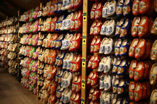 wooden-shoes-1098211_1920