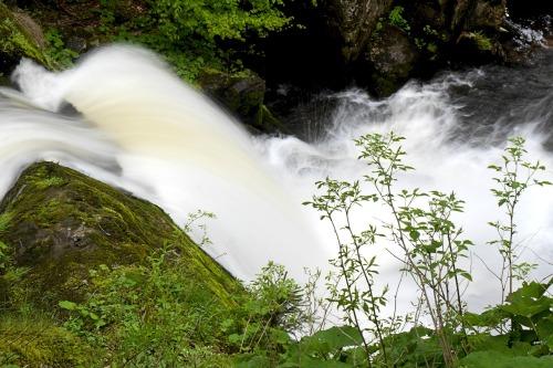 waterfall-1402425_1920