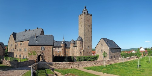 castle-67691_1920.jpg
