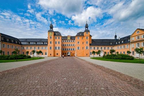 castle-2552852_1920