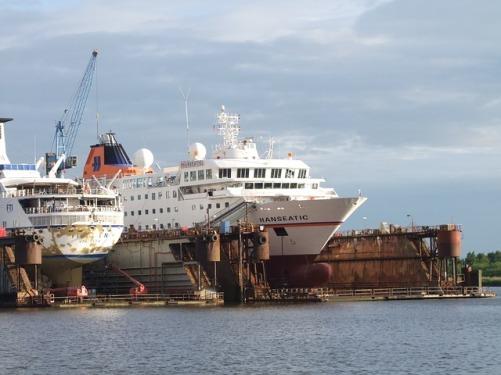 dry-dock-171695_640